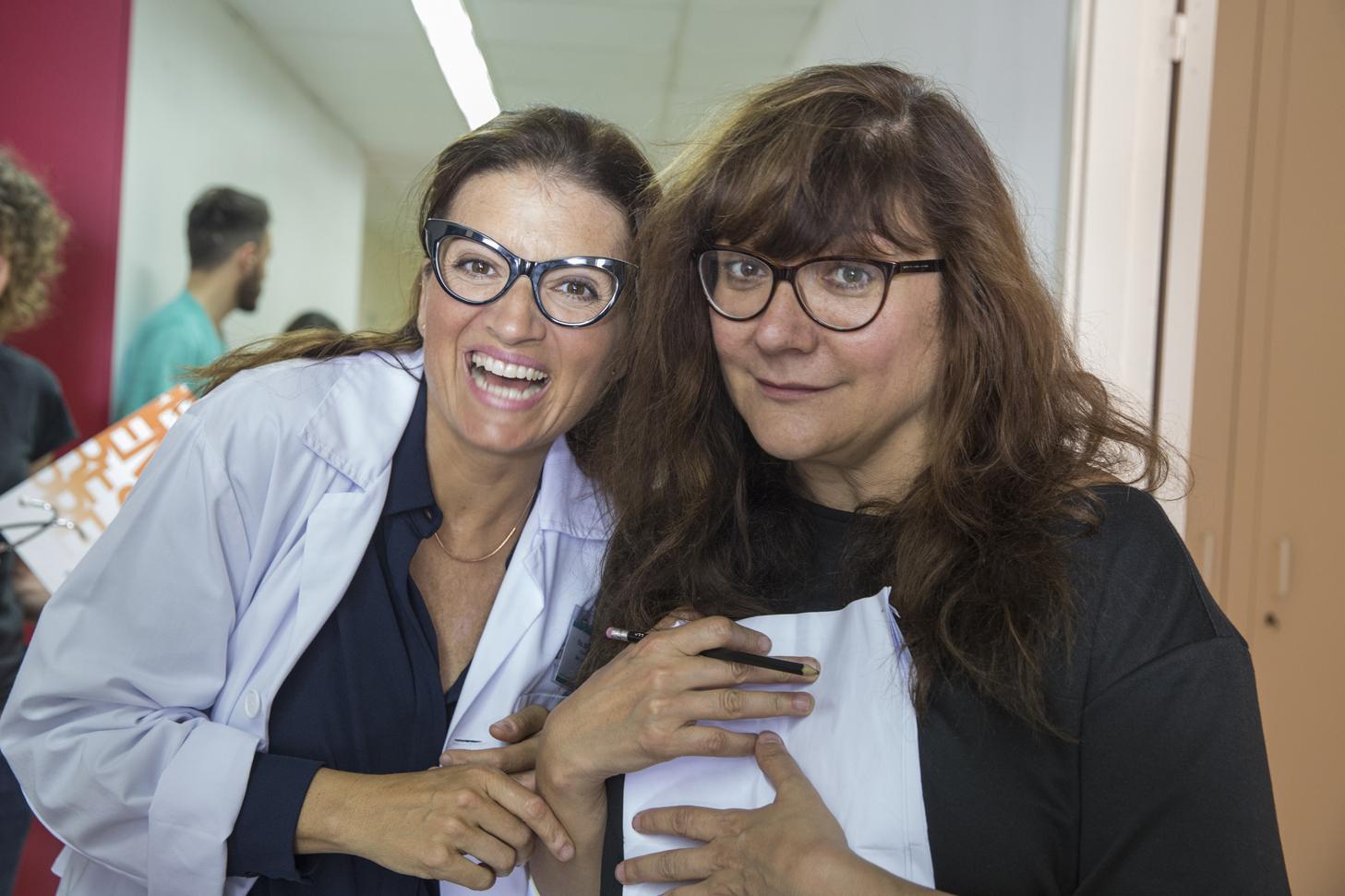 Isabel Coixet and Sílvia Abril in Un corazón roto no es como un jarrón roto o un florero (2016)