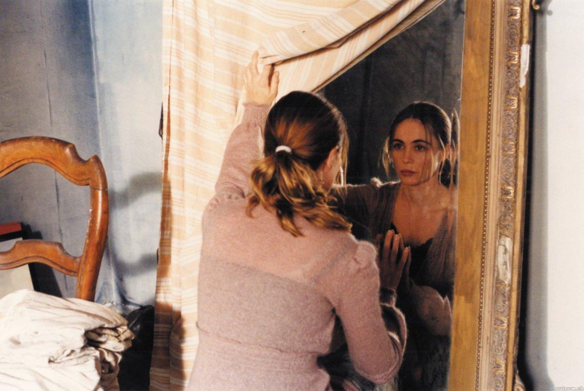 Emmanuelle Béart in Histoire de Marie et Julien (2003)