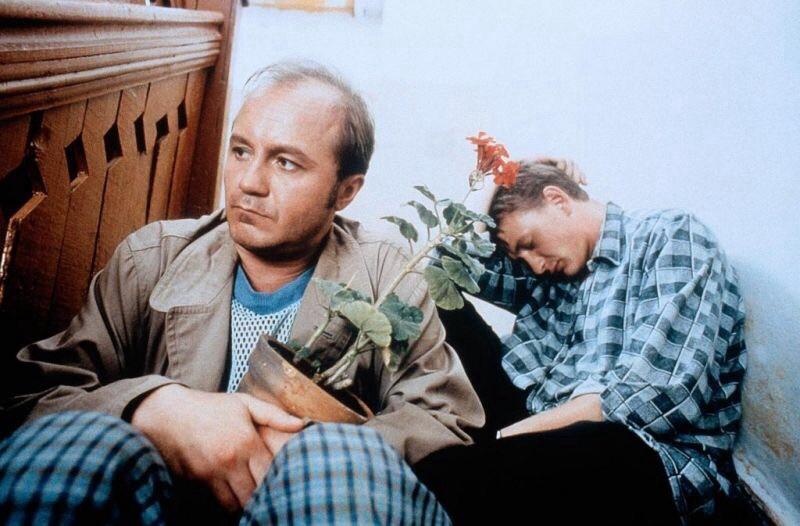 Marat Basharov and Andrey Panin in Svadba (2000)