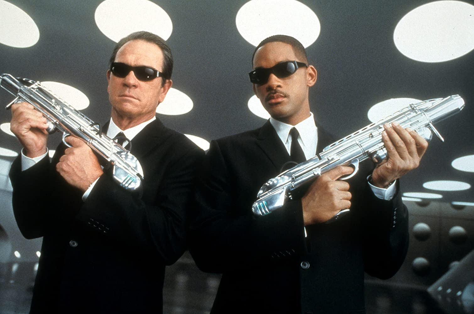 Tommy Lee Jones and Will Smith in Men in Black II (2002)