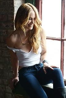 Danielle Flora Picture