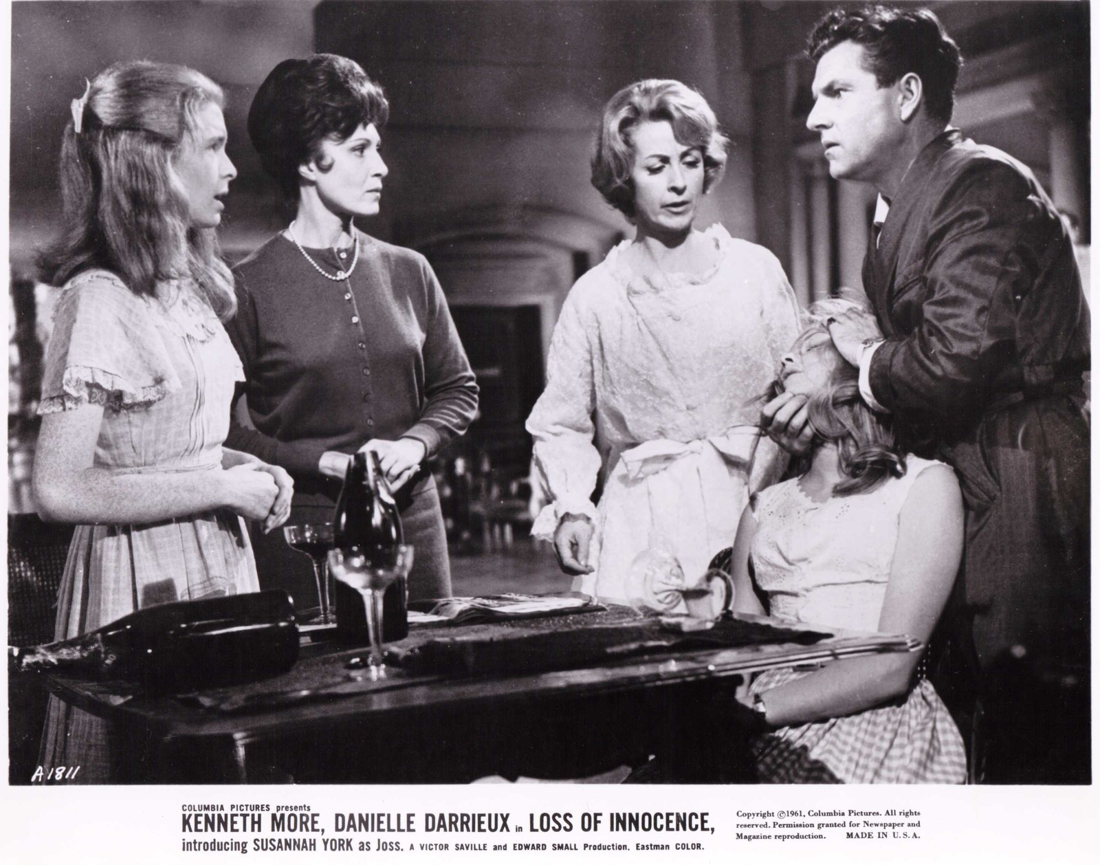Jane Asher, Danielle Darrieux, Kenneth More, Claude Nollier, and Susannah York in The Greengage Summer (1961)