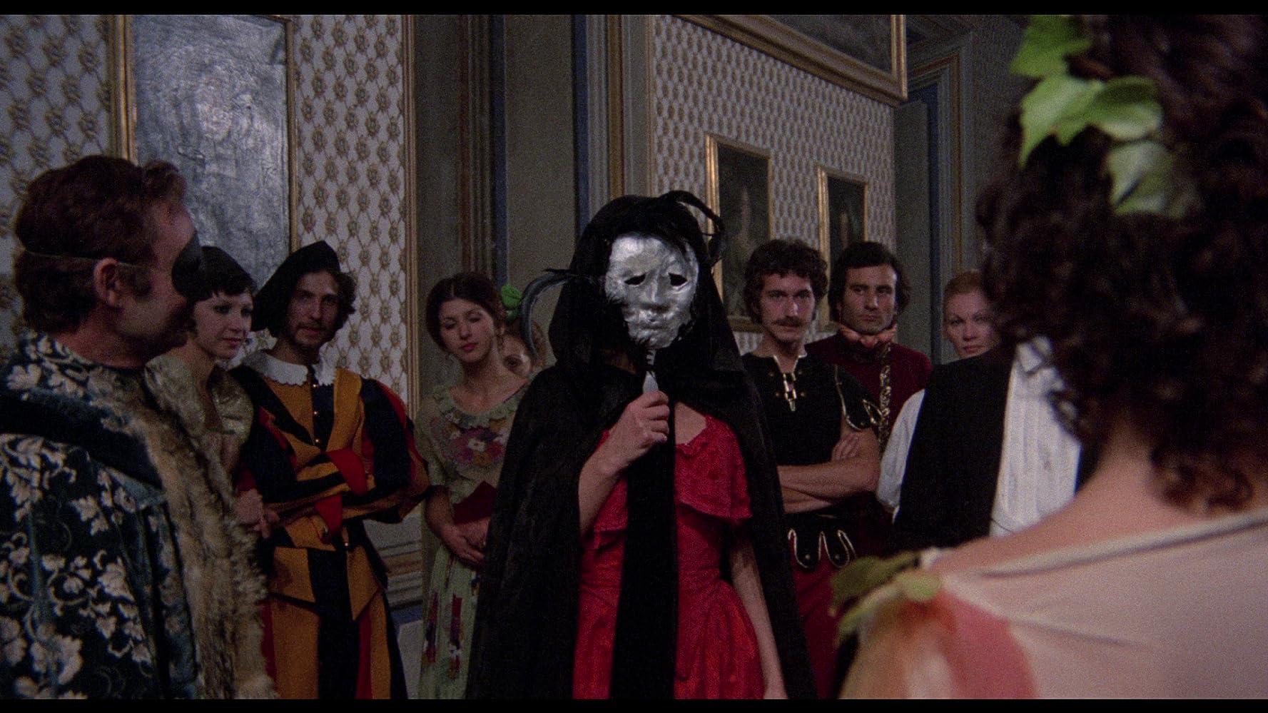 Ewa Aulin and Angela Bo in La morte ha sorriso all'assassino (1973)