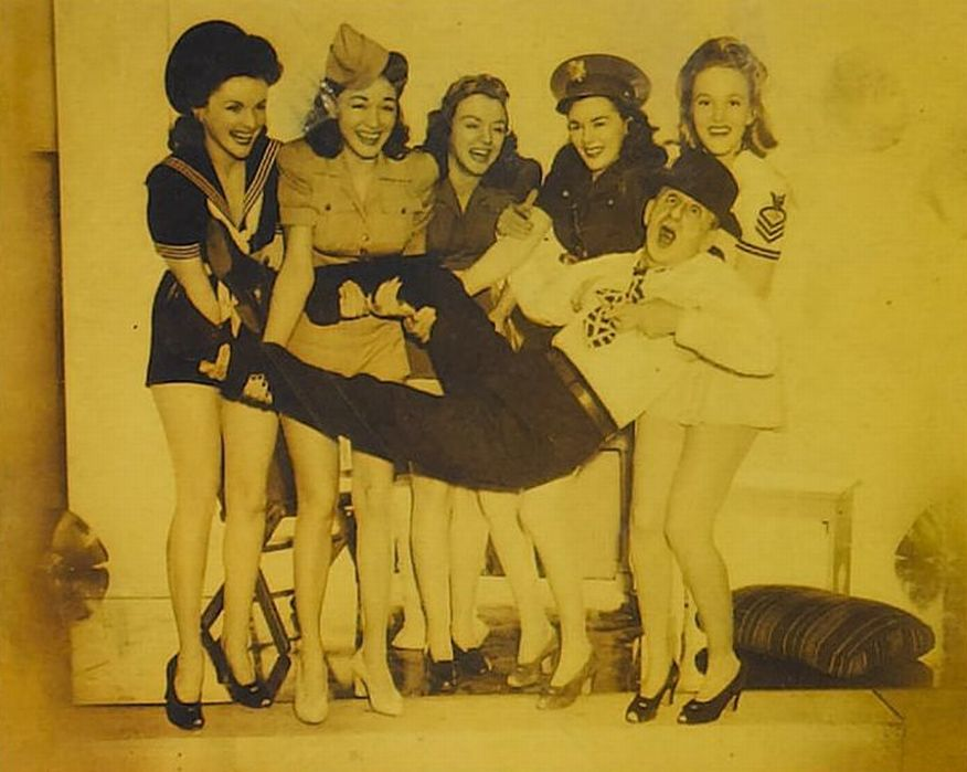 Jimmy Durante, Leslie Brooks, Georgia Carroll, Marguerite Chapman, Peggy Diggins, Alix Talton, and Navy Blues Sextette in You're in the Army Now (1941)