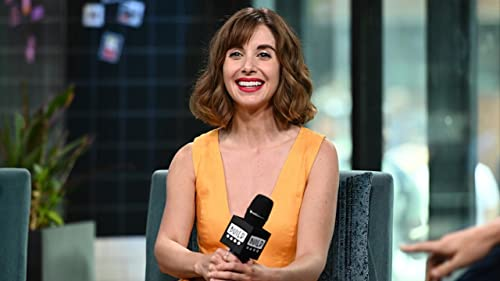 """BUILD: Alison Brie Still Keeps in Touch with Her """"Community"""" Co-Stars"""