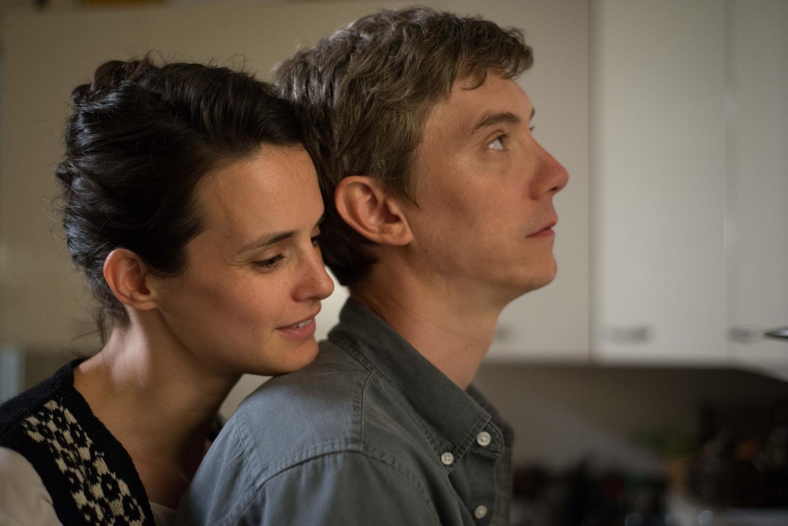 Swann Arlaud and Jennifer Decker in Un beau voyou (2018)