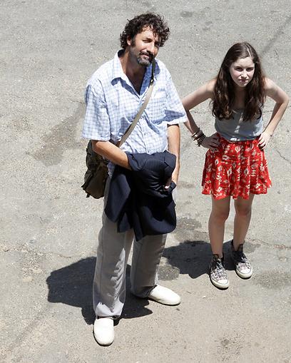 Gur Bentwich and Elya Inbar in Orhim le-rega (2011)