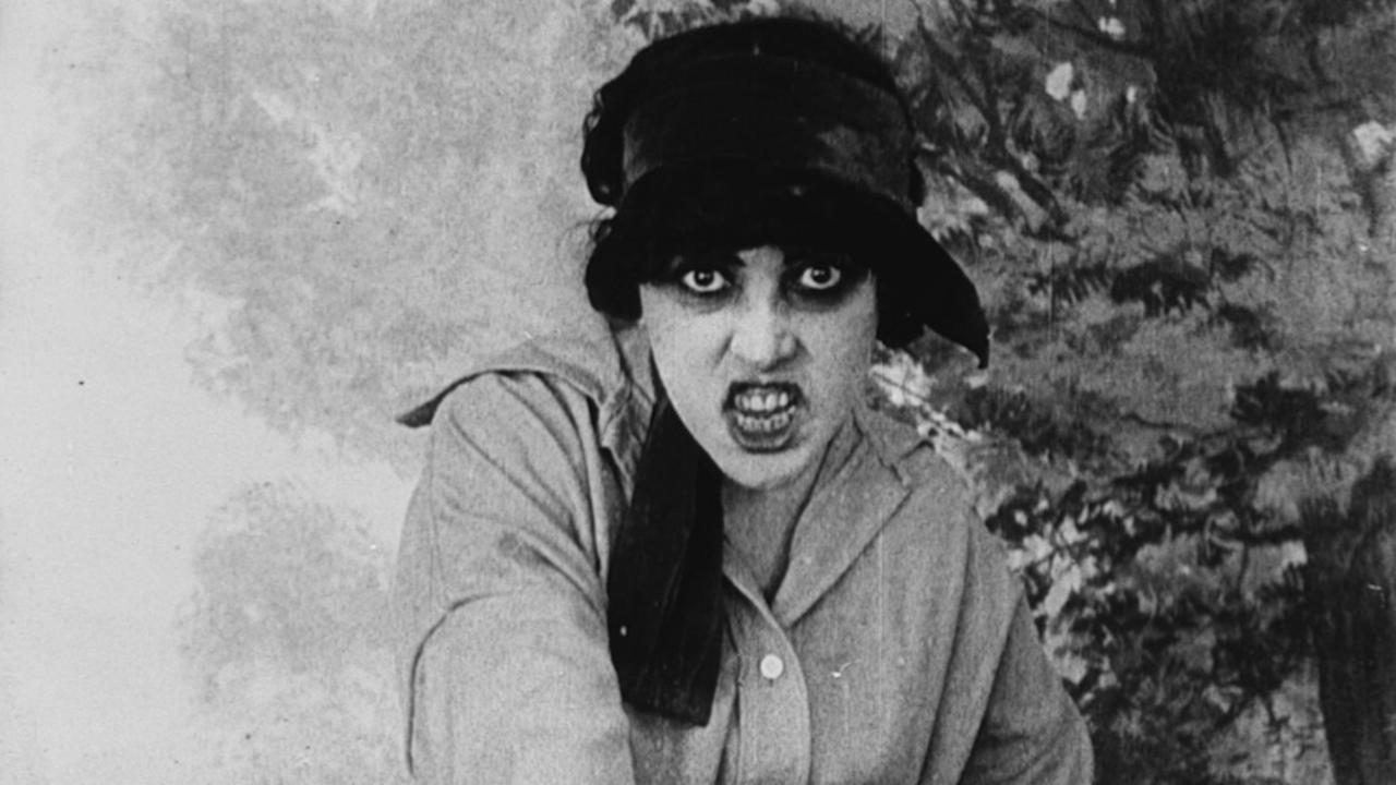 Musidora in Les vampires (1915)