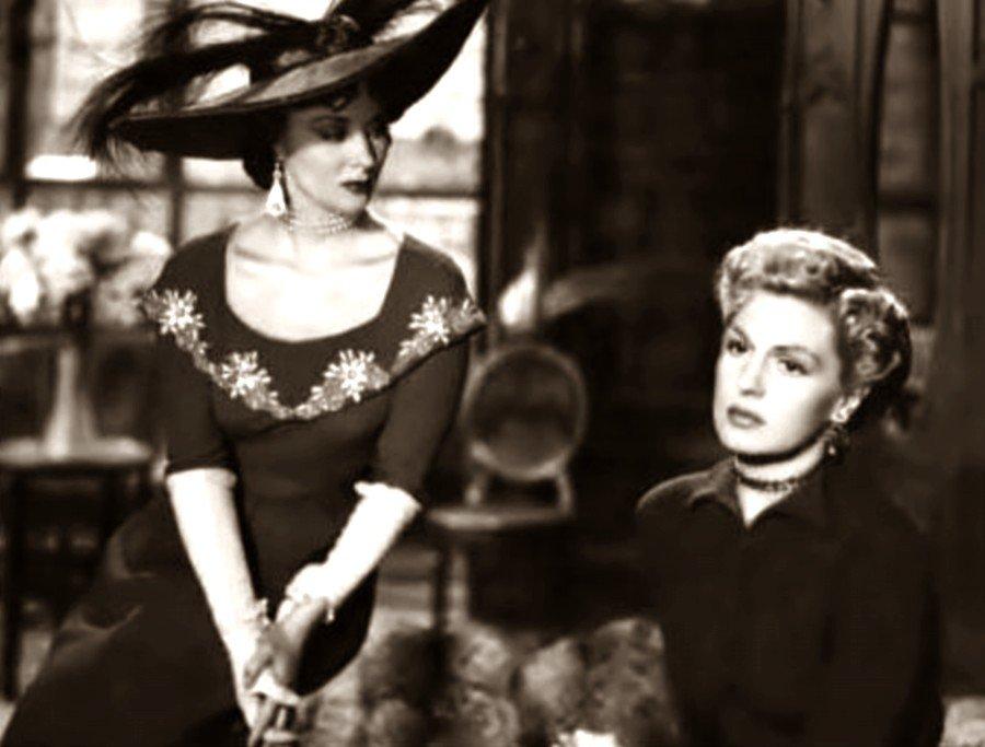 Diana Maggi and Zully Moreno in Nacha Regules (1950)