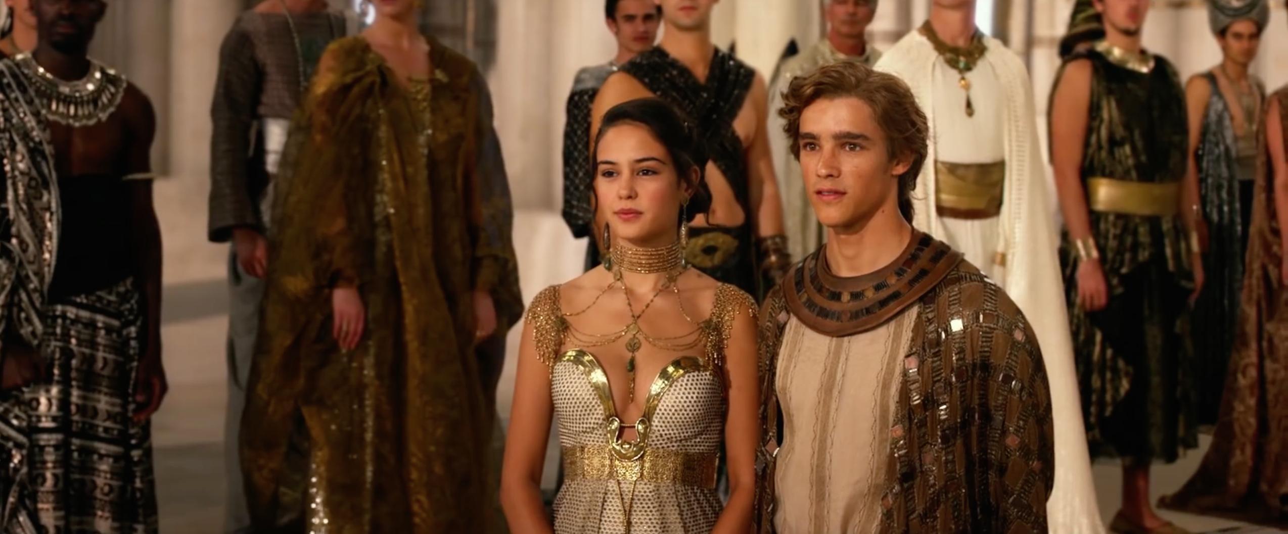 Brenton Thwaites and Courtney Eaton in Gods of Egypt (2016)