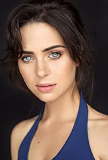 Holly Deveaux Picture
