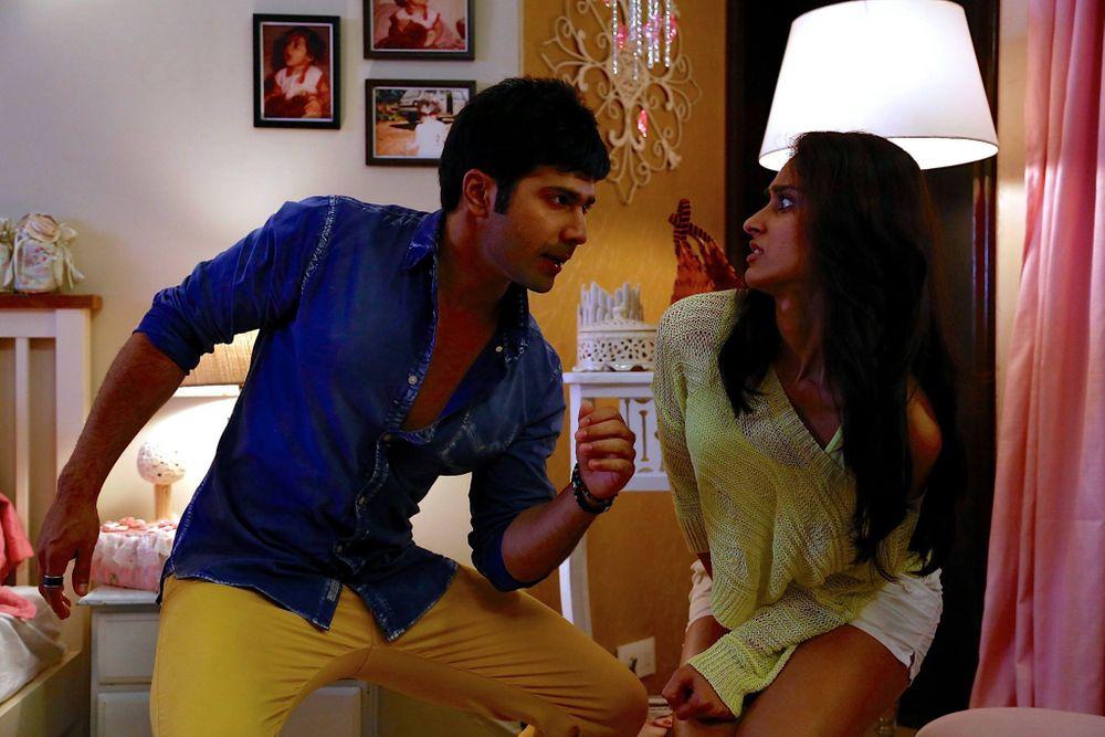 Ileana D'Cruz and Varun Dhawan in Main Tera Hero (2014)