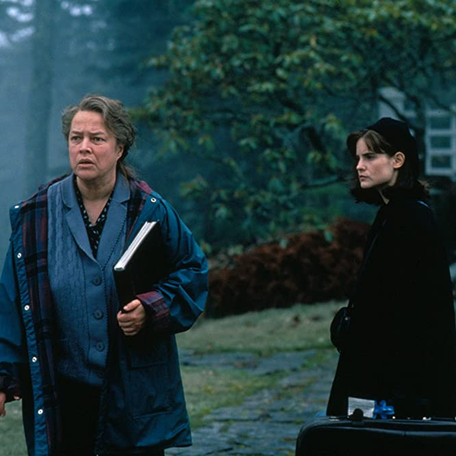 Jennifer Jason Leigh and Kathy Bates in Dolores Claiborne (1995)