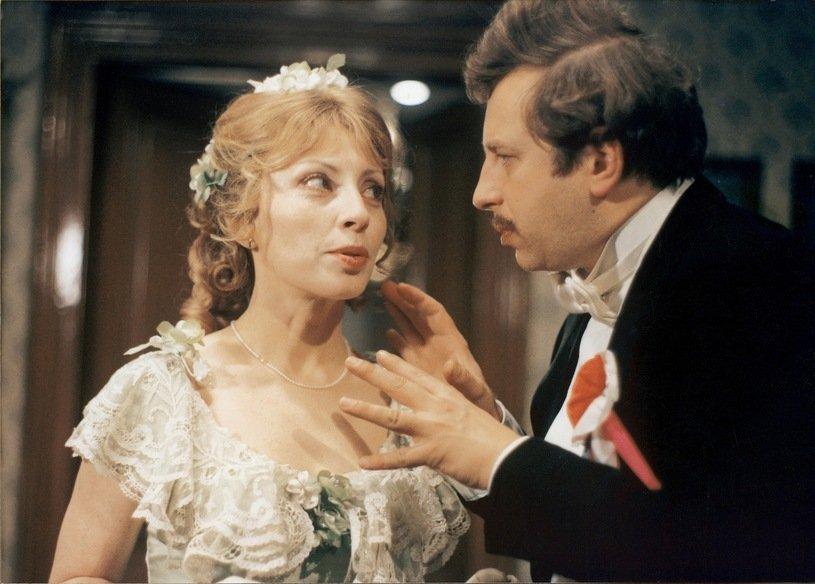 Anna Polony and Jerzy Stuhr in Z biegiem lat, z biegiem dni... (1980)