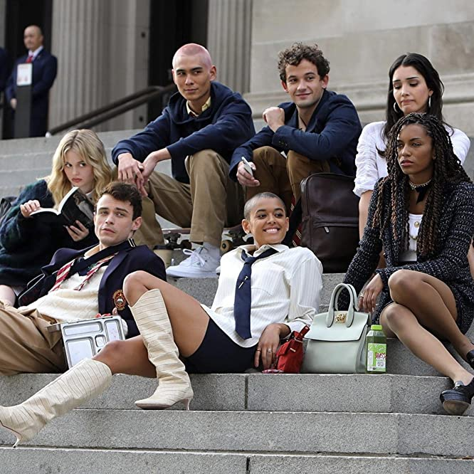 Zión Moreno, Evan Mock, Emily Alyn Lind, Thomas Doherty, Jordan Alexander, Whitney Peak, and Eli Brown in Gossip Girl (2021)