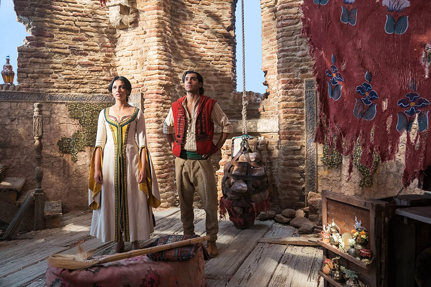 Naomi Scott and Mena Massoud in Aladdin (2019)