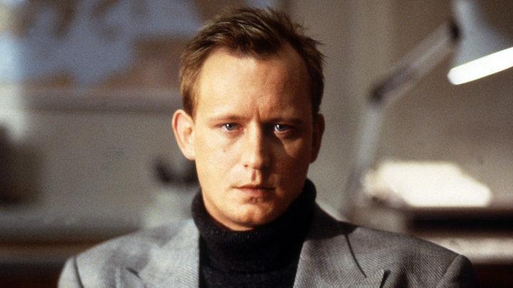Stellan Skarsgård in Täcknamn Coq Rouge (1989)