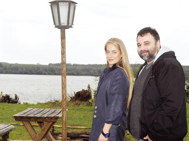 Hristina Popovic and Milos Samolov in Komsije (2015)