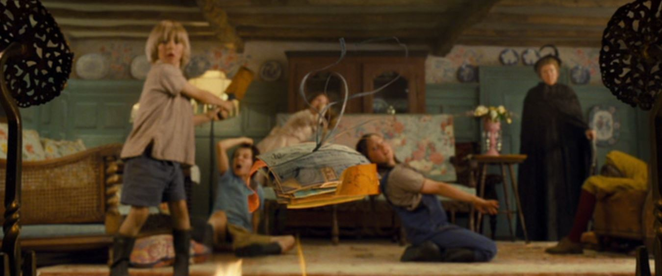Emma Thompson, Asa Butterfield, Rosie Taylor-Ritson, Lil Woods, and Oscar Steer in Nanny McPhee and the Big Bang (2010)