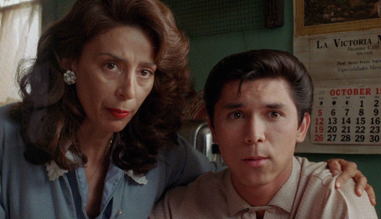 Lou Diamond Phillips and Rosanna DeSoto in La Bamba (1987)
