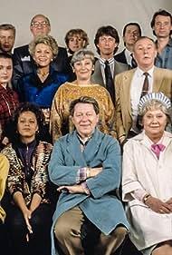 Leif Ahrle, Willie Andréason, Katja Blomquist, Li Brådhe, Görel Crona, Sharon Dyall, Inga Gill, Nina Gunke, Johan Hedenberg, Mathias Henrikson, Sven Holmberg, Saeed Hooshidar, Ulf Isenborg, Sara Key, Lars Lind, Fillie Lyckow, Pilar Mainer, Monica Nielsen, Carl-Ivar Nilsson, Bertil Norström, Rico Rönnbäck, Christina Schollin, Olle Strömdahl, and Malin Toverud in Varuhuset (1987)