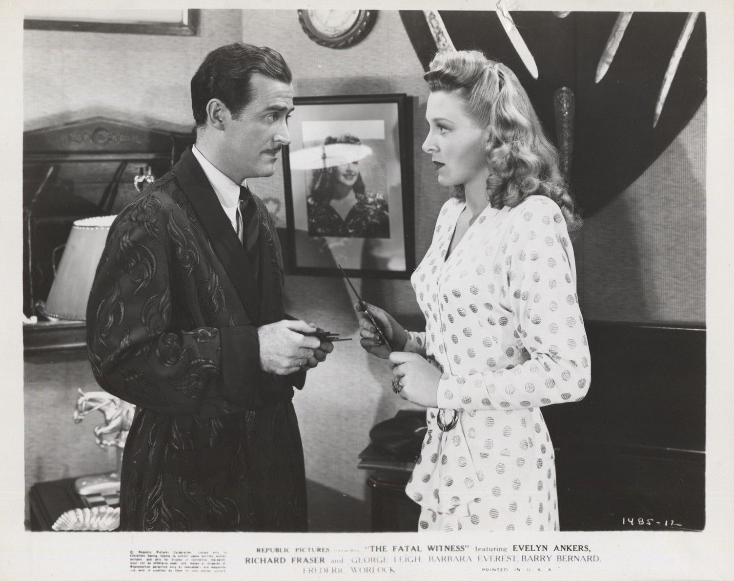 Evelyn Ankers and Richard Fraser in The Fatal Witness (1945)