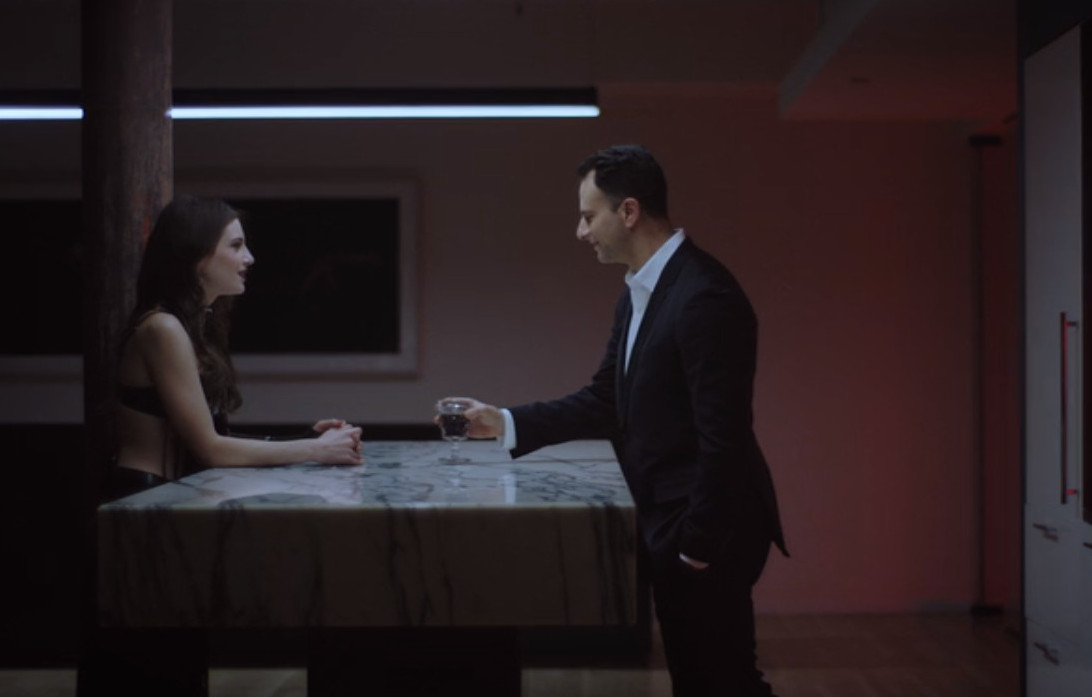 Stephen Reich and Zoe Levin in Bonding (2018)