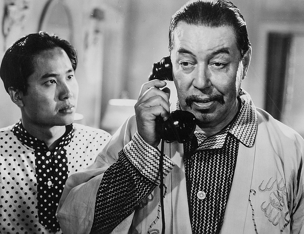 Keye Luke and Warner Oland in Charlie Chan in Shanghai (1935)