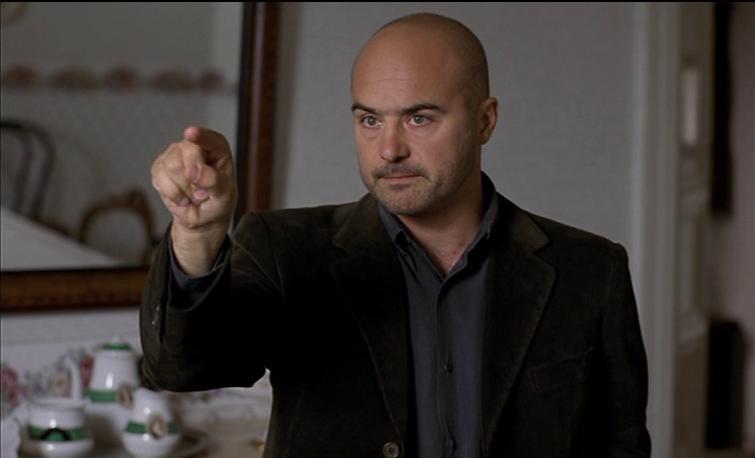 Luca Zingaretti in Gatto e cardellino (2002)