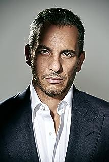 Sebastian Maniscalco Picture