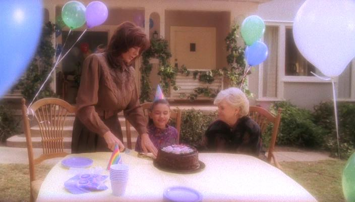 Anne Archer, June Squibb, and Grace Fulton in Ghost Whisperer (2005)