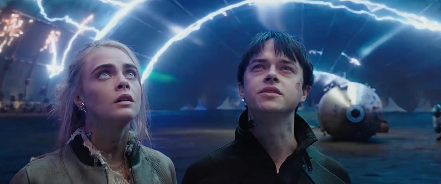 Dane DeHaan and Cara Delevingne in Valerian and the City of a Thousand Planets (2017)