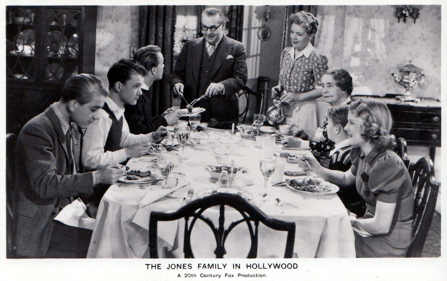 Spring Byington, June Carlson, George Ernest, Kenneth Howell, Billy Mahan, Jed Prouty, and Florence Roberts in The Jones Family in Hollywood (1939)