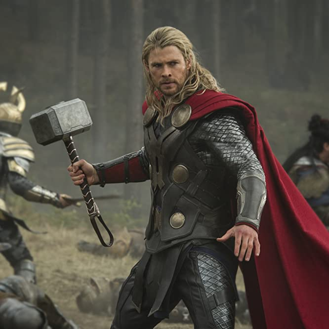 Chris Hemsworth in Thor: O Mundo Sombrio (2013)