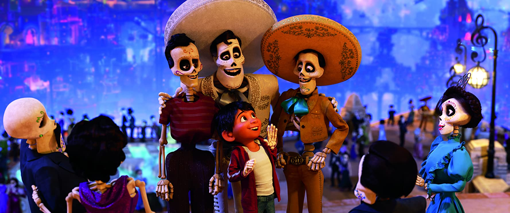 Benjamin Bratt and Anthony Gonzalez in Coco (2017)