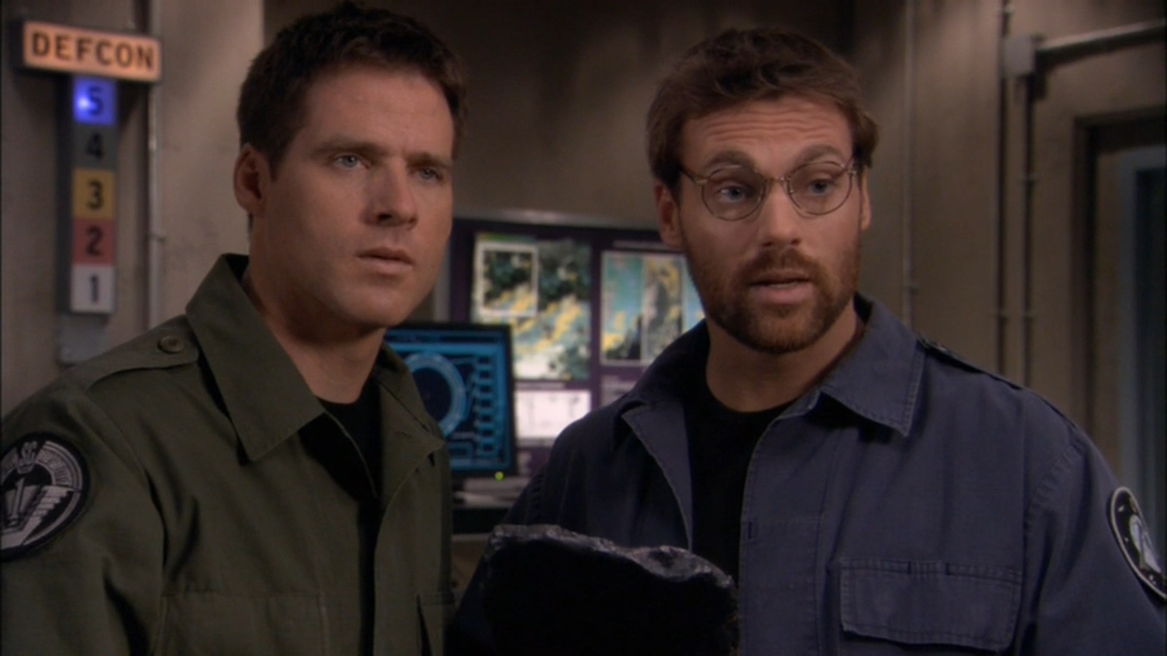 Ben Browder and Michael Shanks in Stargate SG-1 (1997)
