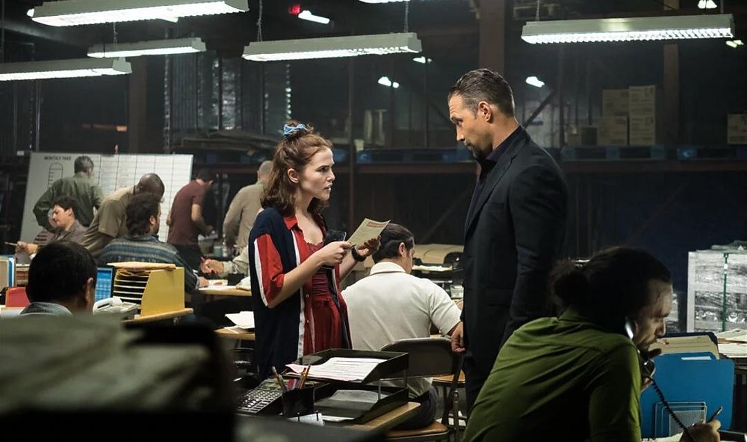 Jai Courtney and Zoey Deutch in Buffaloed (2019)