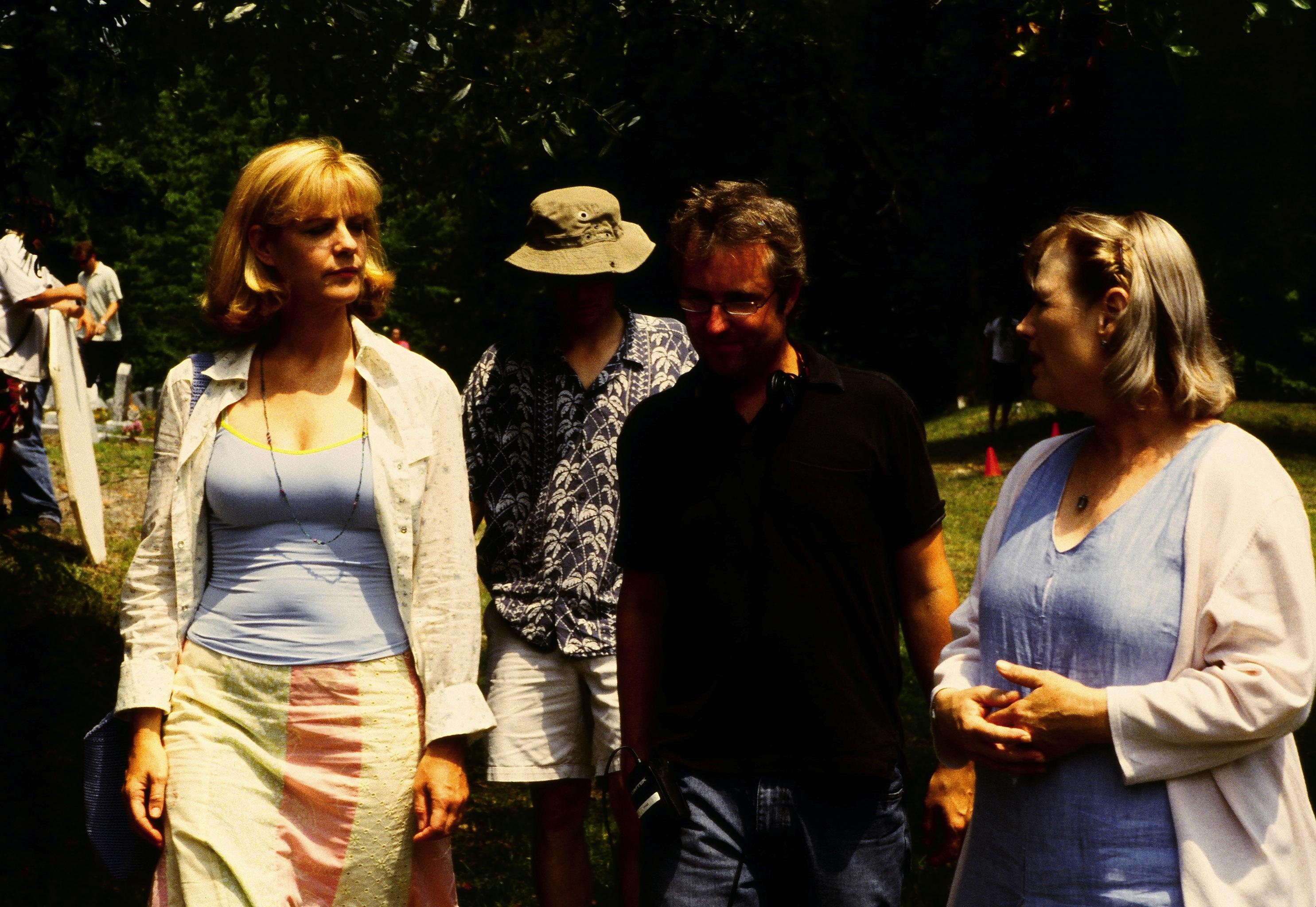 Tim Kirkman (center) directs Bonnie Hunt and Tess Harper in LOGGERHEADS.
