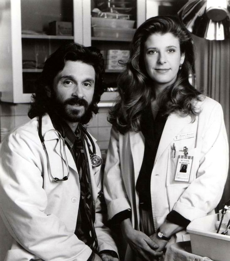 Dennis Boutsikaris and Alison La Placa in Stat (1991)