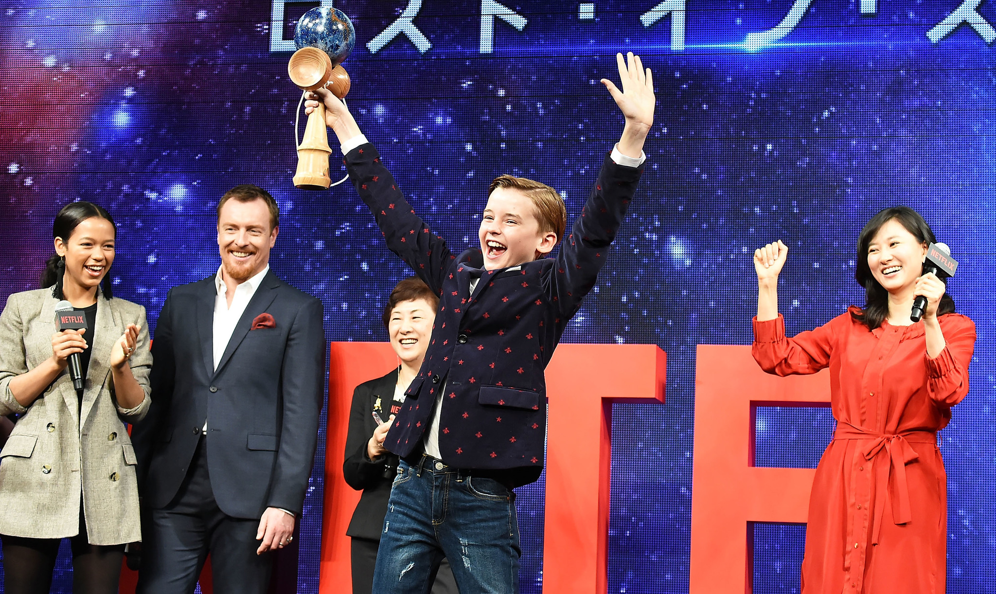 Toby Stephens, Rei Kikukawa, Maxwell Jenkins, and Taylor Russell at an event for Lost in Space (2018)
