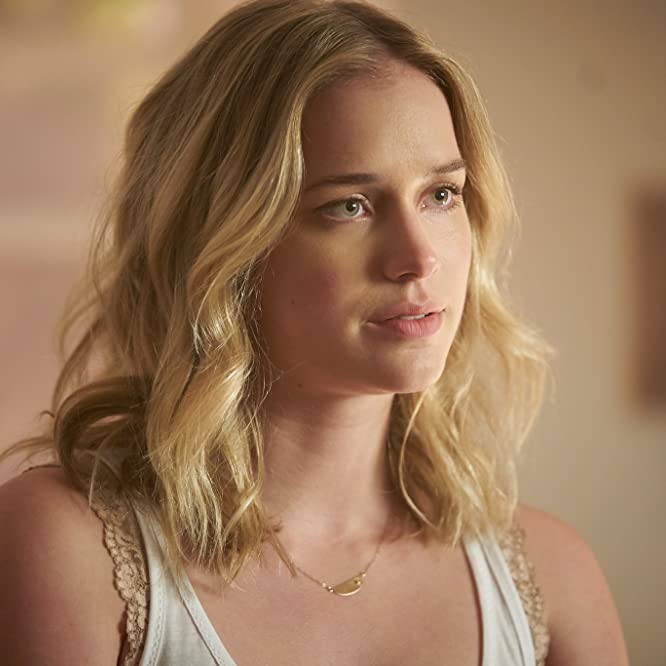 Elizabeth Lail in You (2018)