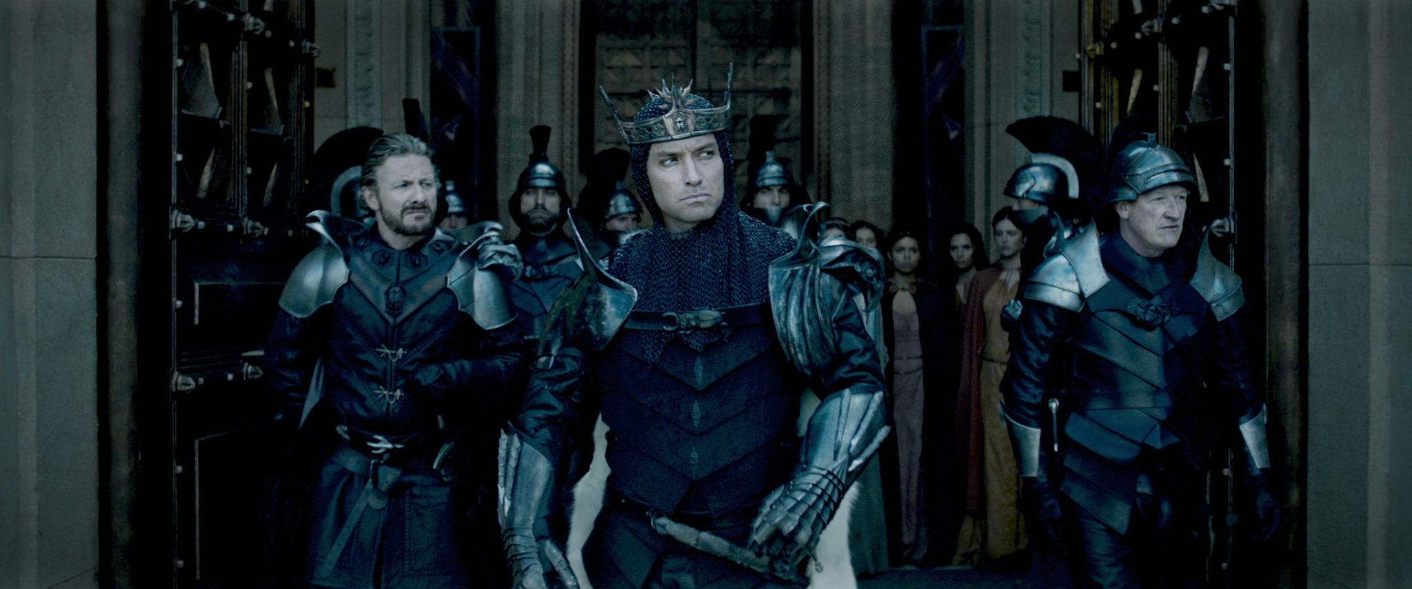 Jude Law, Peter Ferdinando, and Geoff Bell in King Arthur: Legend of the Sword (2017)