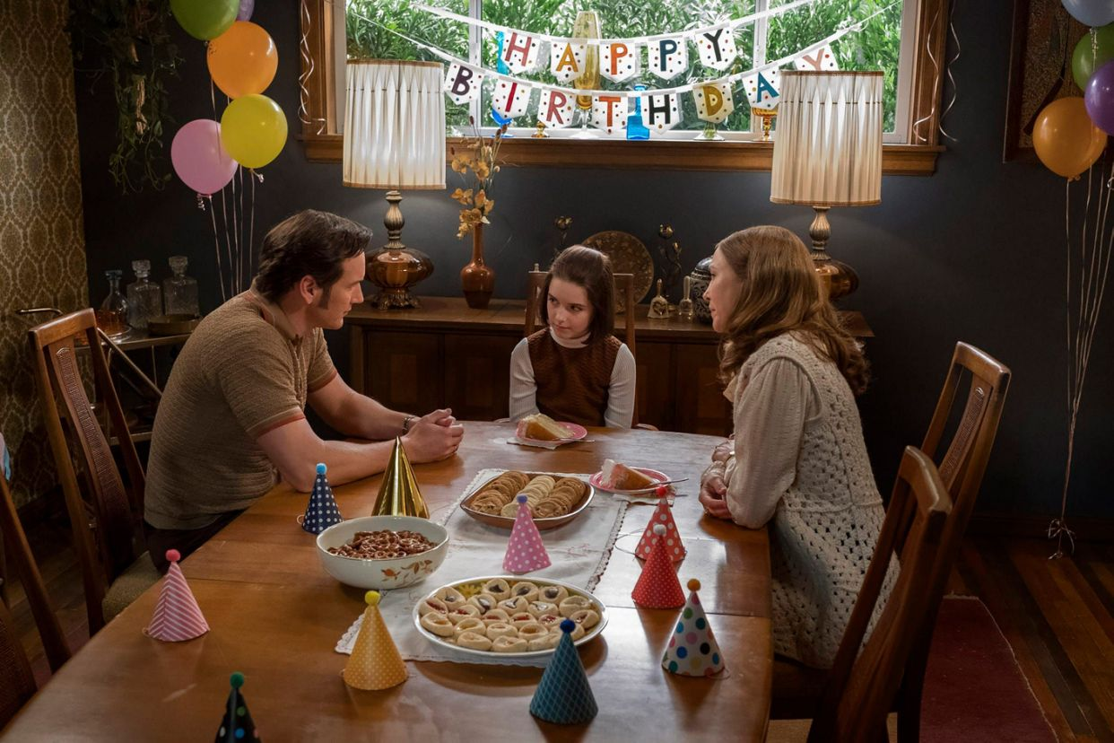 Vera Farmiga, Patrick Wilson, and Mckenna Grace in Annabelle Comes Home (2019)