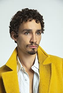 Robert Sheehan Picture