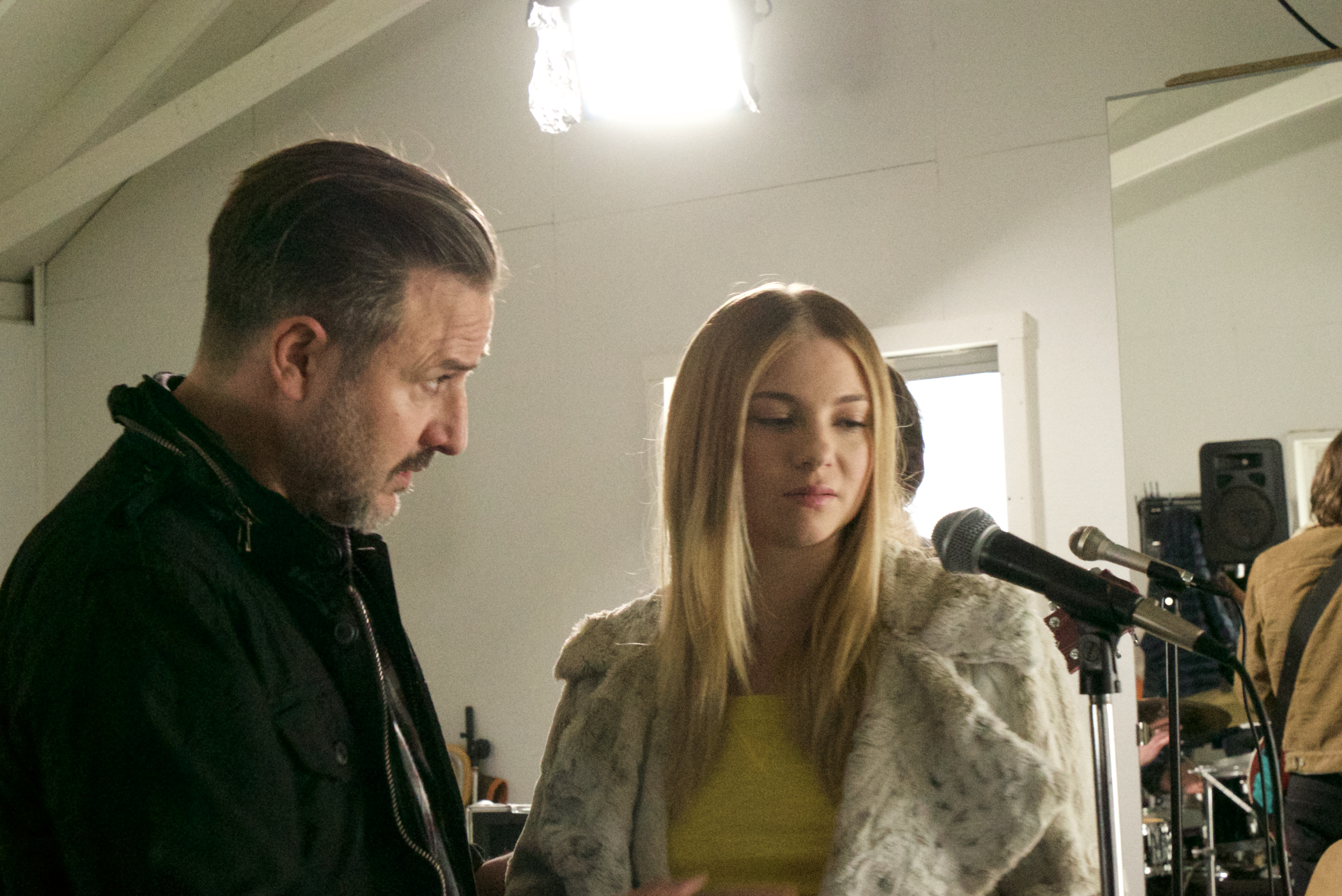 David Arquette and Allie Gonino in Hollow Body (2018)