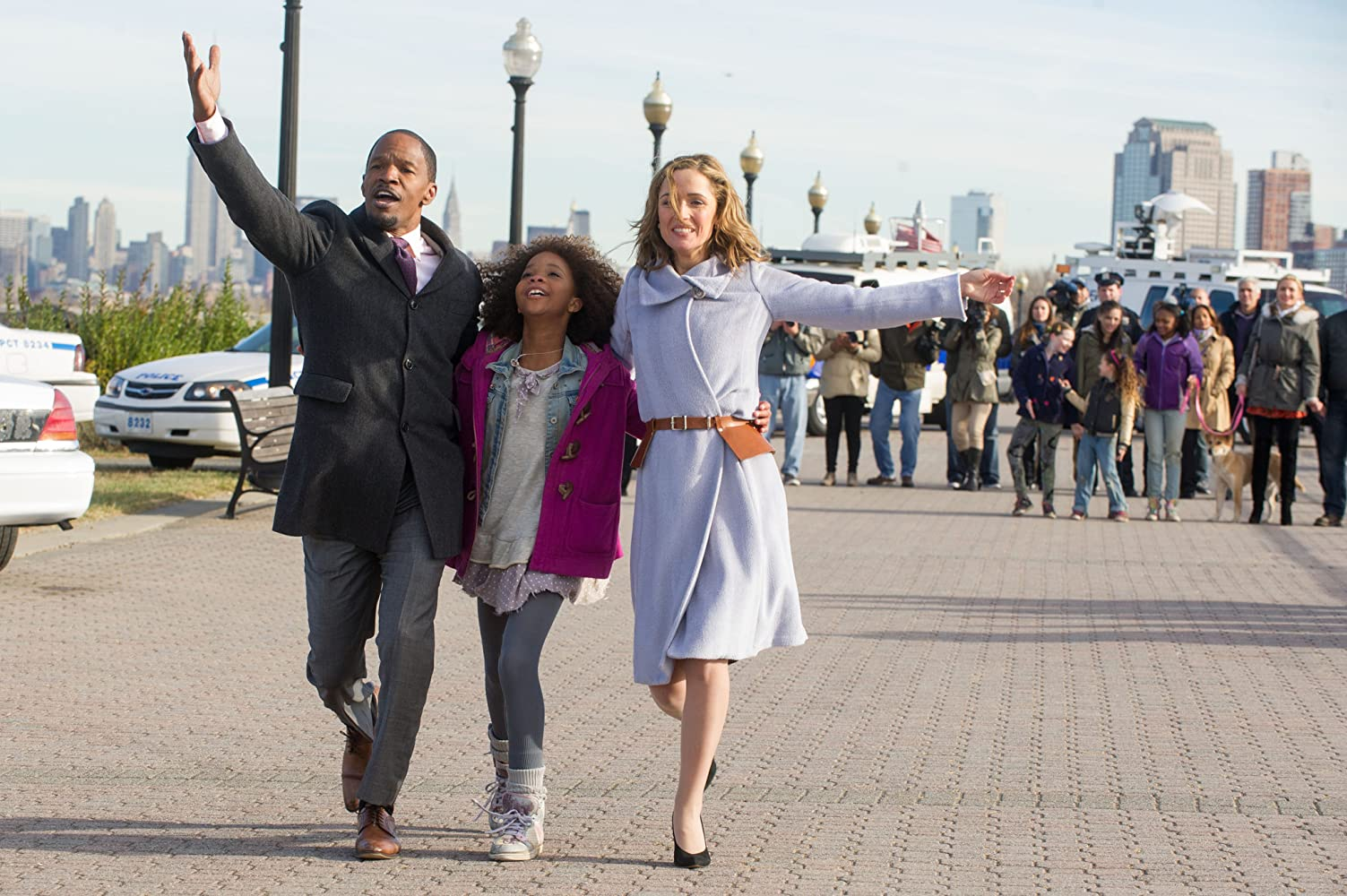 Jamie Foxx, Rose Byrne, and Quvenzhané Wallis in Annie (2014)
