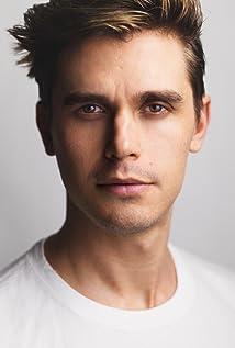 Antoni Porowski Picture