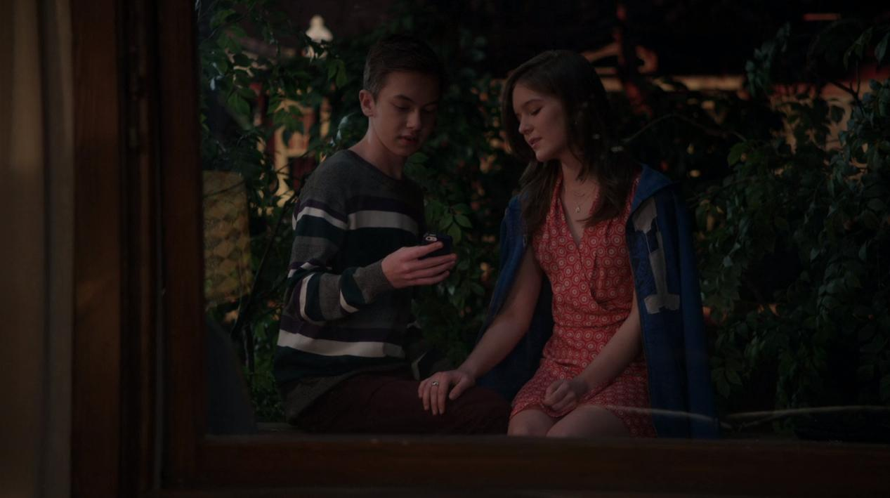 Hayden Byerly dan Izabela Vidovic dalam The Fosters (2013)