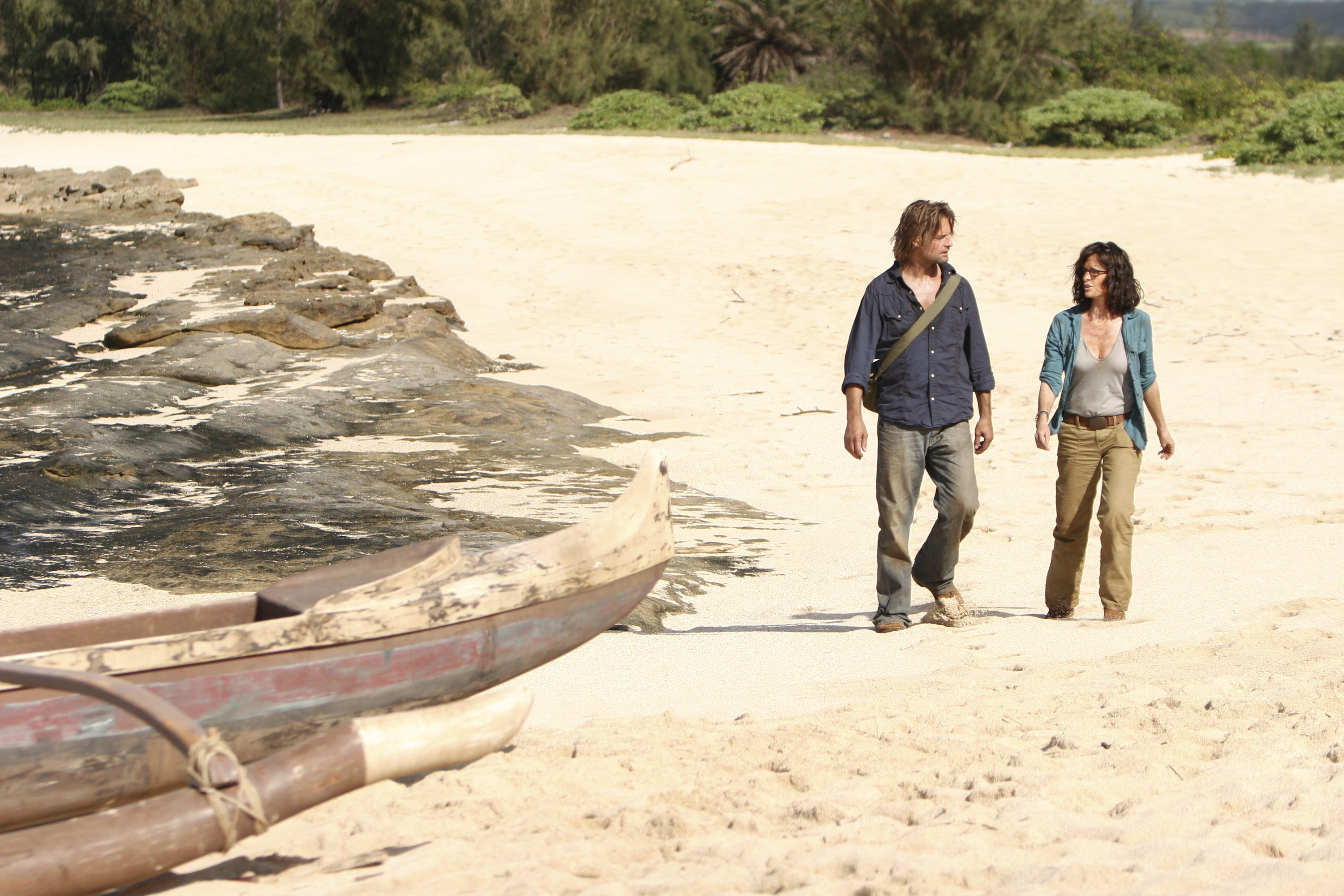 Josh Holloway and Sheila Kelley in Lost (2004)