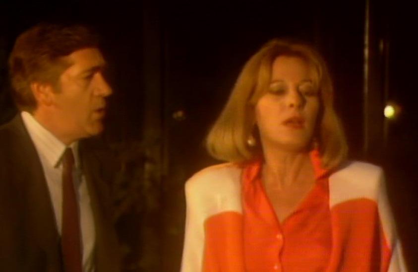 Haritini Karolou and Giorgos Siskos in Etsi, allios... ki alliotika (1987)